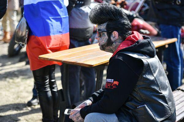 Účastníci slavnostní jízdy motorkářů během akcí věnovaných 6. výročí znovusjednocení Krymu s Ruskem - Sputnik Česká republika