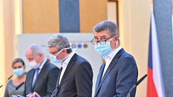 Český premiér Andrej Babiš v roušce - Sputnik Česká republika