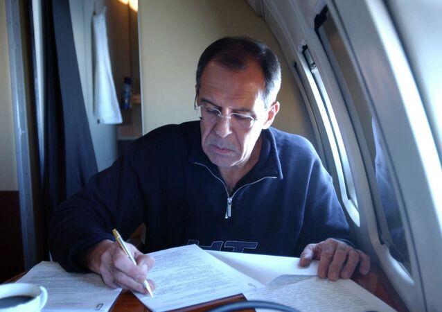Ruský ministr zahraničí Sergej Lavrov v letadle během pravidelné služební cesty