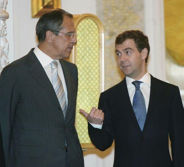 Ruský ministr zahraničí Sergej Lavrov a první místopředseda ruské vlády Dmitrij Medveděv během setkání v Kremlu - Sputnik Česká republika