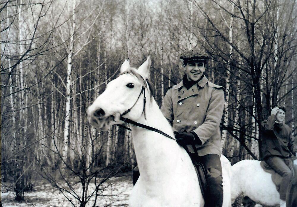 Sergej Lavrov jezdí na koni