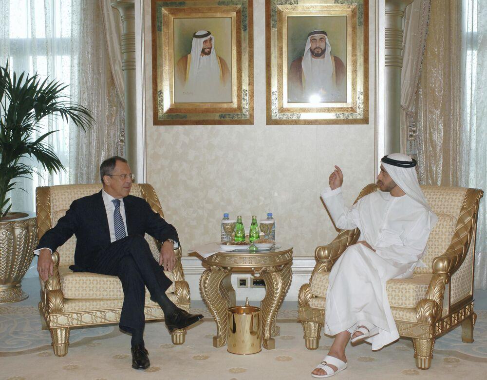 Ruský ministr zahraničí Sergej Lavrov a ministr zahraničí SAE Šejk Abdullah Ben Zayed Al Nahyan v Abú Dhabí