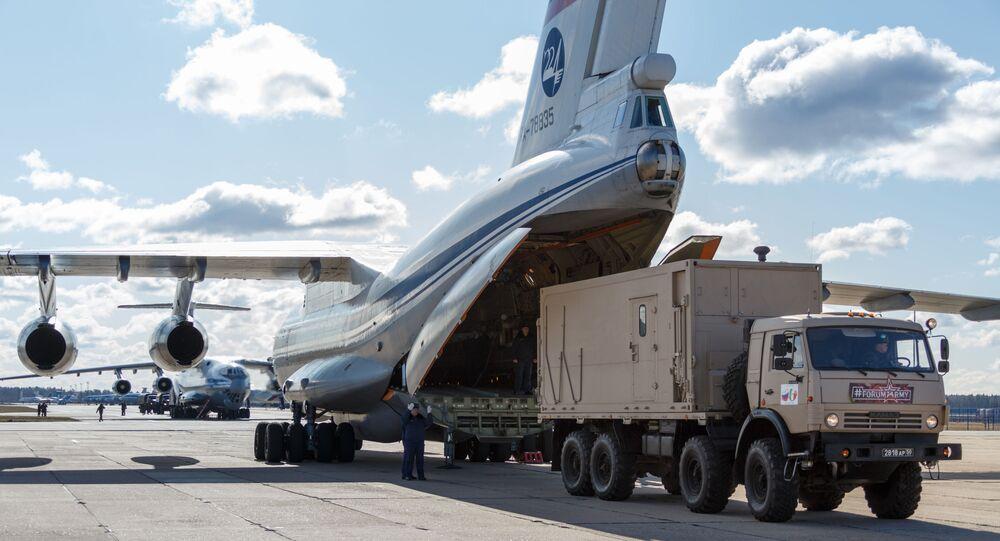 Jedno z devíti ruských letadel Il-76 pro pomoc Itálii. 22. března 2020