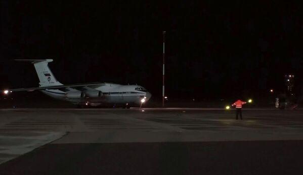 Vojenské transportní letadlo ruských leteckých sil Il-76 se zdravotnickým zařízením dorazilo na italskou leteckou základnu Pratica di Mare - Sputnik Česká republika