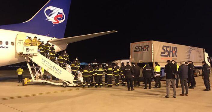 Letadlo Smartwings s humanitární pomocí z Číny