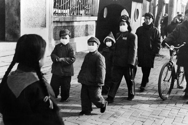 Rouška napříč historií: Kdy a kvůli čemu lidé začali používat ochranné prostředky - Sputnik Česká republika
