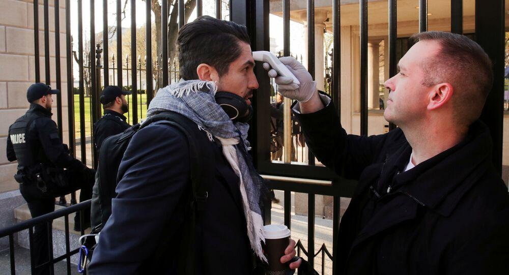 Kontrola teploty před vstupem do Bílého domu
