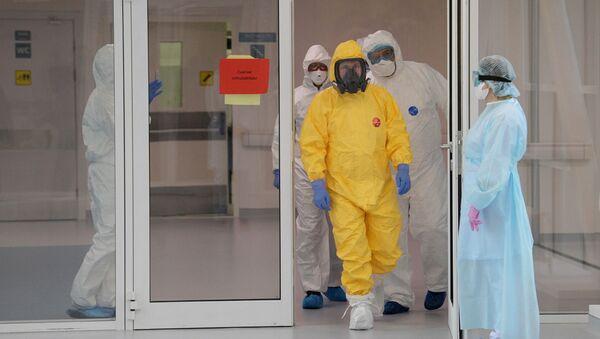Boj proti koronaviru v Moskvě: Putin navštívil pacienty s COVID-19, otevření další nemocnice se blíží - Sputnik Česká republika