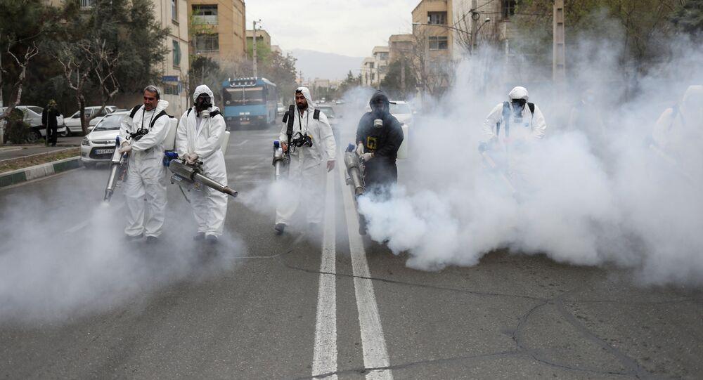 Dezinfekce ulic v Teheránu