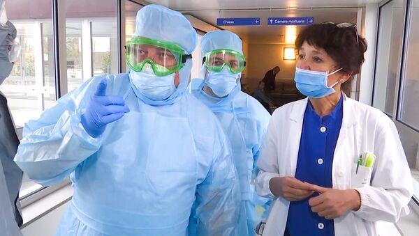 Pomoc dorazila: Ruští vojenští specialisté kontrolují nemocnici v Bergamu - Sputnik Česká republika