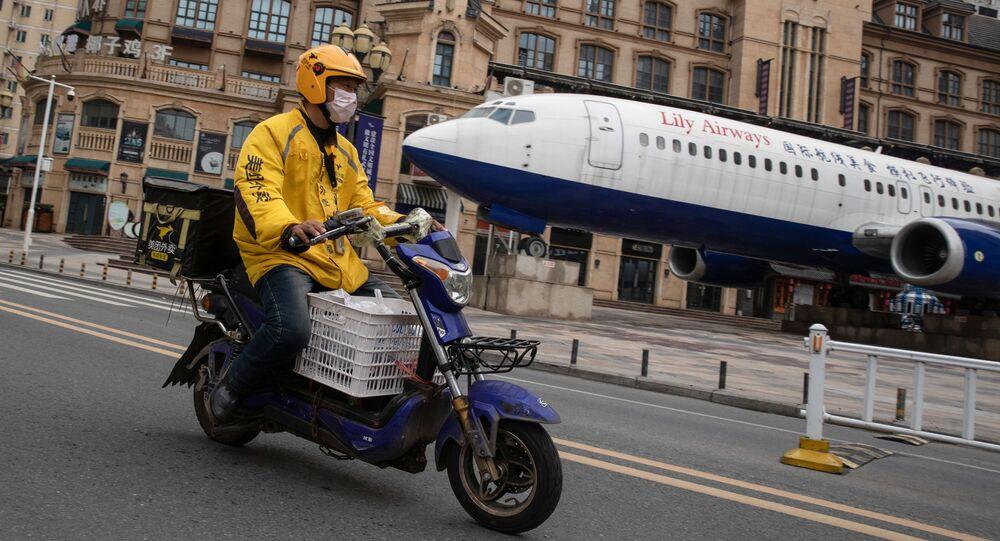 Motociklista v čínském Wu-chanu