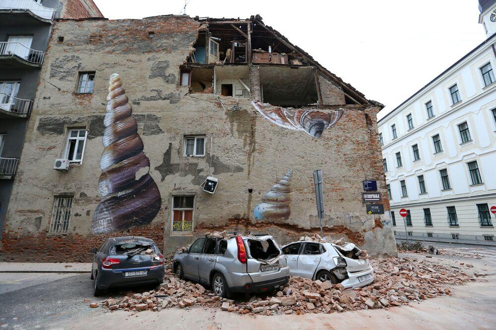 Poškozená auta po zemětřesení v Záhřebu, Chorvatsko
