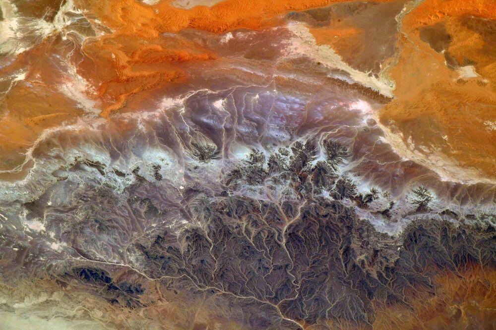 Pohled na Alžírsko z paluby Mezinárodní vesmírné stanice