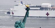 Příjezd plovoucí nemocnice USNS Comfort v New Yorku