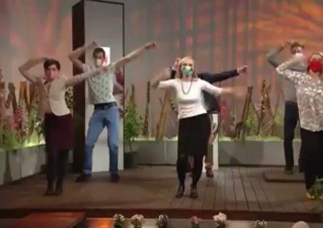 Pracovníci ČT v Brně tančí proti koronaviru