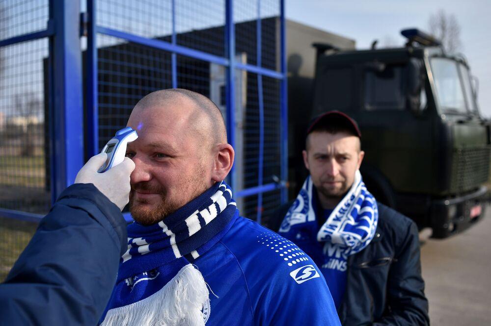 Fotbal místo karantény. Život v Bělorusku, které odmítlo izolaci