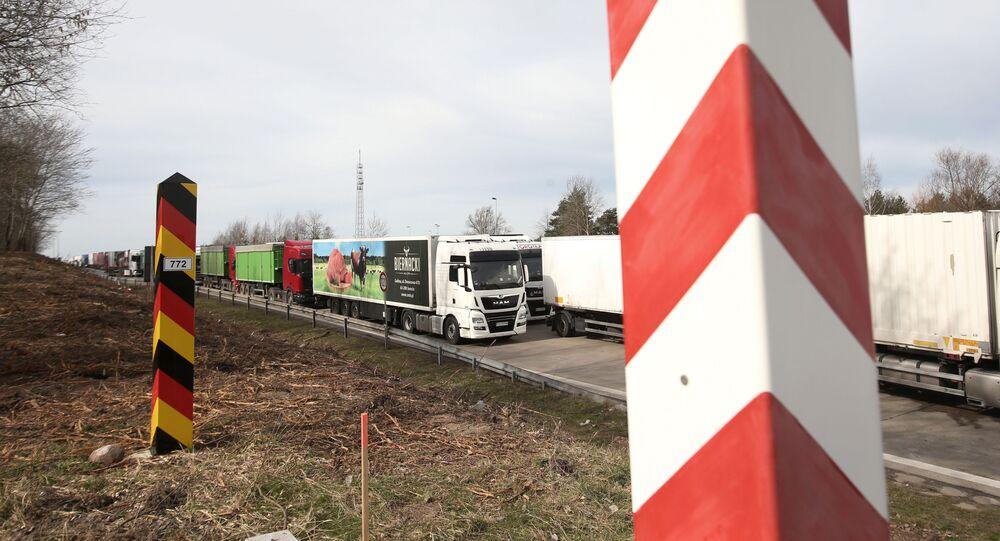 Dopravní zácpa kamionu na německo-polské hranici dne 18. března 2020
