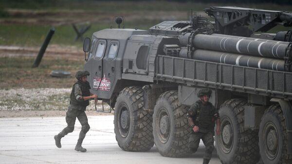 Reaktivní systém Smerč se 300mm střelami na mezinárodním vojensko-technickém fóru Army 2019 - Sputnik Česká republika
