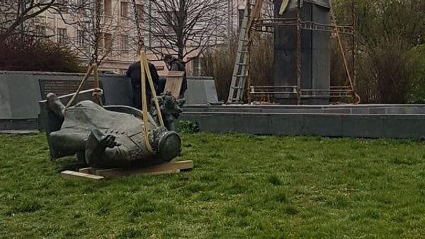 V Praze byl 3. dubna 2020 demontován památník maršála Koněva - Sputnik Česká republika