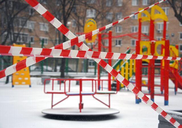 Prázdná města, dezinfekce a silniční kontroly: jak žije Rusko během pandemie