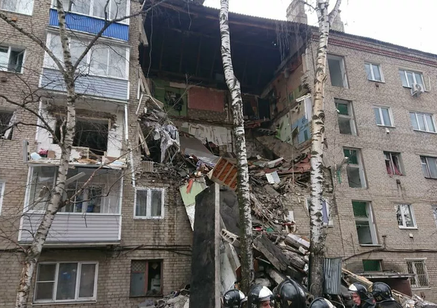Výbuch plynu částečně zničil budovu v  Orechovo-Zuevo v Moskevské oblasti, 4. dubna 2020.