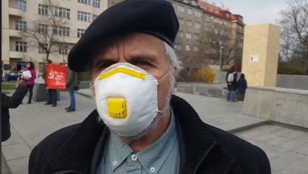 Europoslanec Ivan David (SPD) na náměstí Interbrigády - Sputnik Česká republika