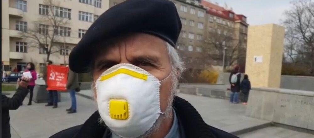 Europoslanec Ivan David (SPD) na náměstí Interbrigády