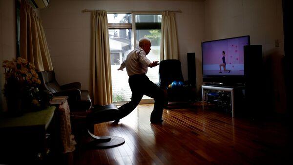 Japonský sportovec Ryuichi Nagayama (86) cvičí doma  - Sputnik Česká republika