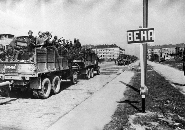 Sovětská vojska vstupují do Vídně