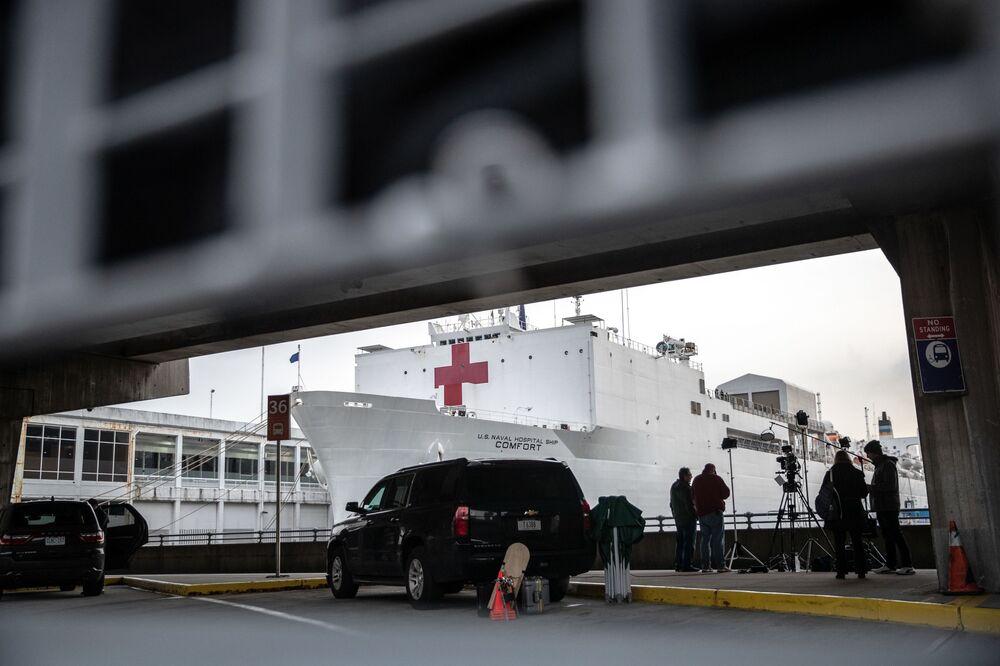 Plovoucí nemocnice USNS Comfort poblíž New-Yorku
