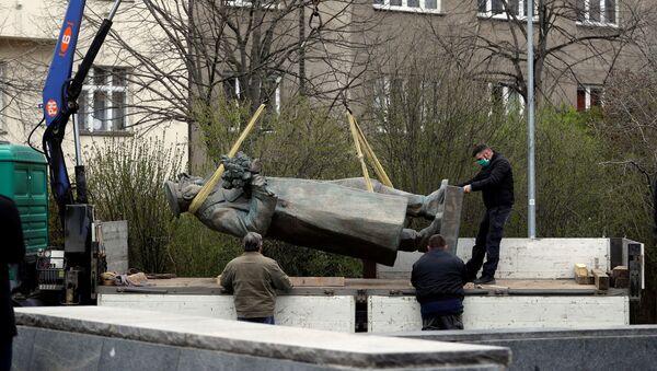 Demontáž pomníku maršálovi Konevovi v Praze - Sputnik Česká republika