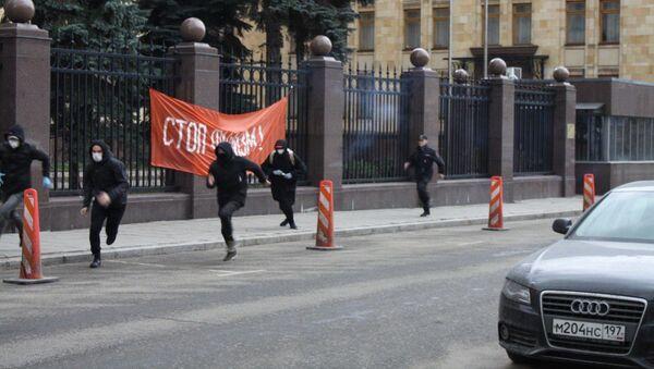 Akce aktivistů strany Jiné Rusko u českého velvyslanectví v Moskvě - Sputnik Česká republika