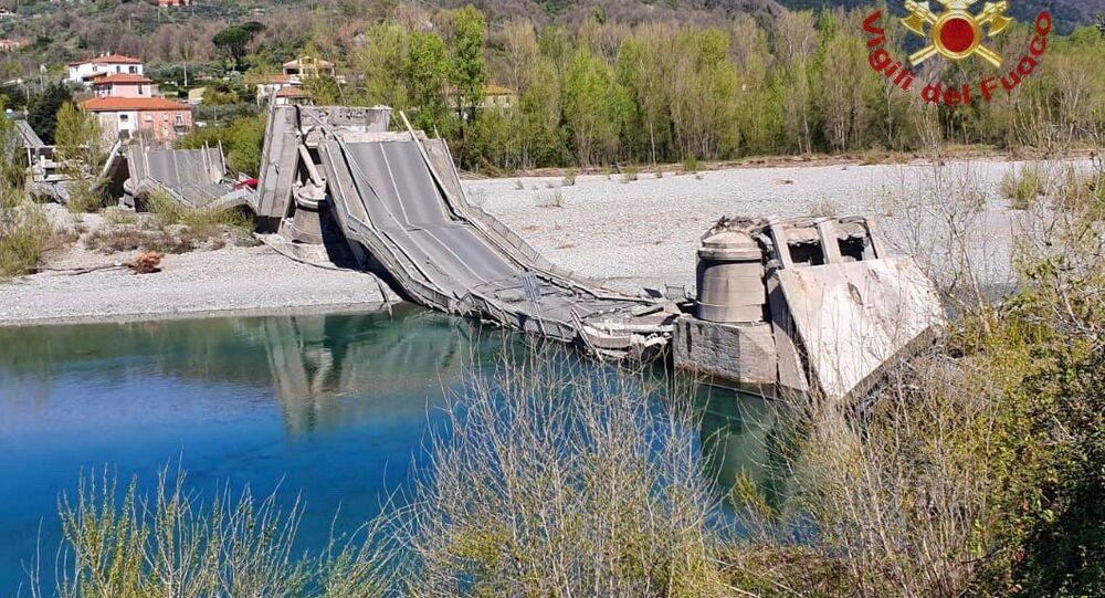 Most se zřítil ve středu v provincii Massa-Carrara v toskánské oblasti Itálie.