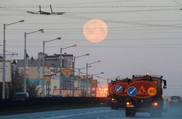 Superúplněk  v Minsku, Bělorusko  - Sputnik Česká republika
