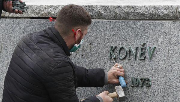 Demontáž pomníku maršála Koněva v Praze - Sputnik Česká republika