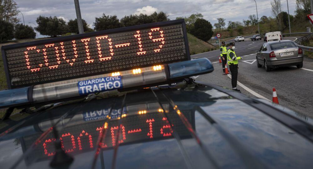Španělská policie na kontrolním stanovišti v Madridu
