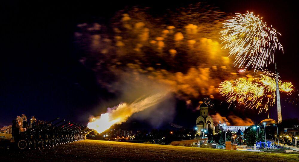Barevné ohňostroje k 75. výročí vítězství ve Velké vlastenecké válce