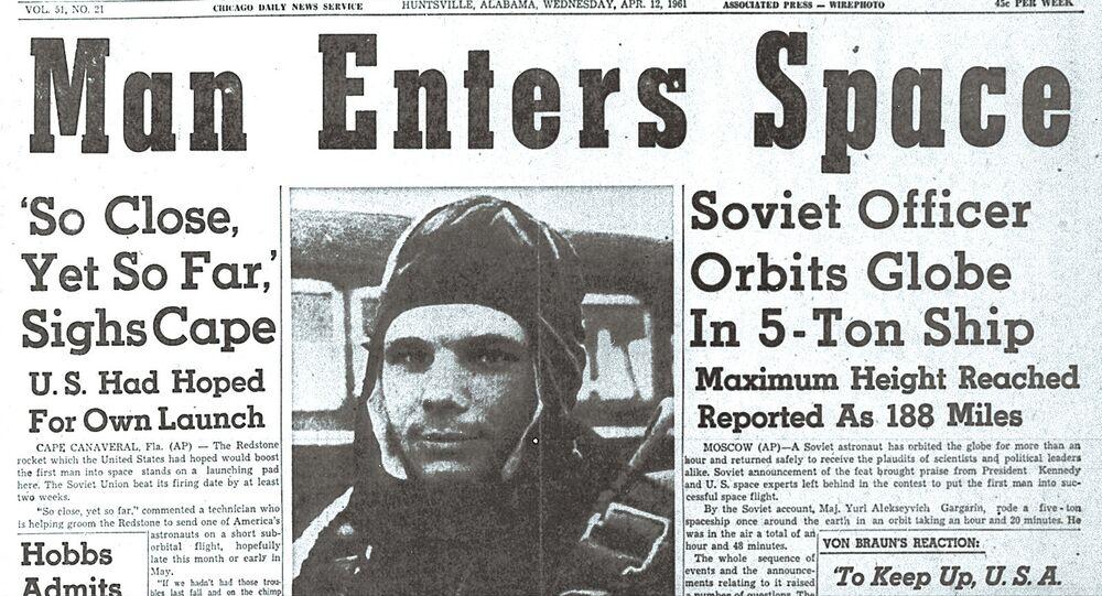 Titulek amerických novin The Huntsville Times 12. dubna 1961