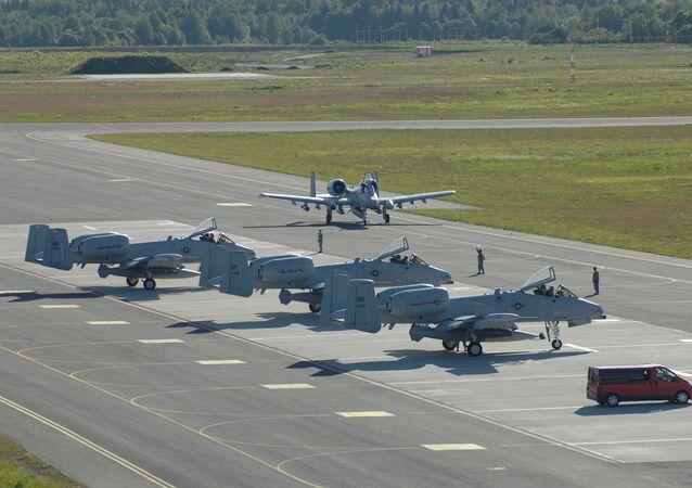 Stíhačky A-10 v Estonsku