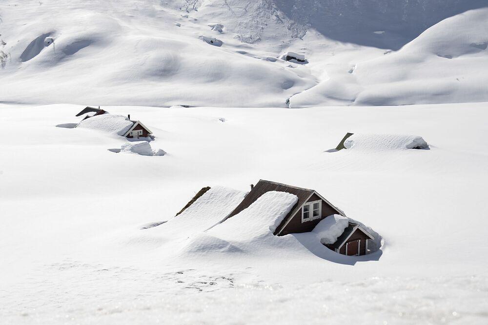 Zasněžené domy ve východním Norsku