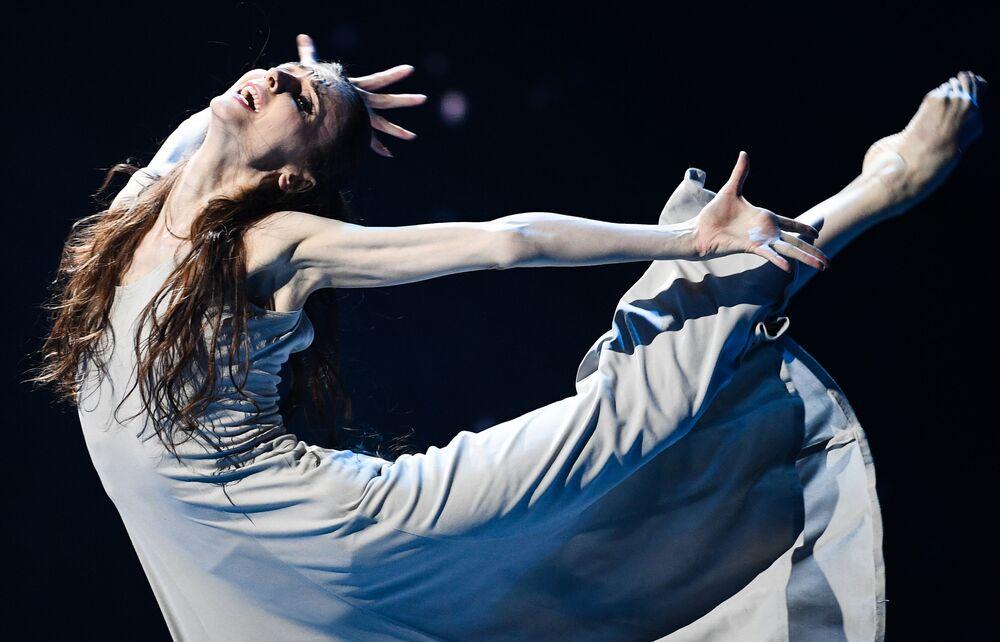 Baletka Světlana Zacharovová během charitativního koncertu Jsme spolu ve Velkém divadle v Moskvě