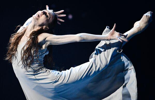 Baletka Světlana Zacharovová během charitativního koncertu Jsme spolu ve Velkém divadle v Moskvě - Sputnik Česká republika