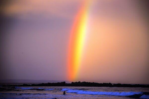 Duha při západu slunce na pláži australského města Mollymook , Austrálie - Sputnik Česká republika