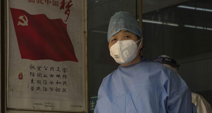 Zdravotník ve Wu-chanu během pandemie nového koronaviru