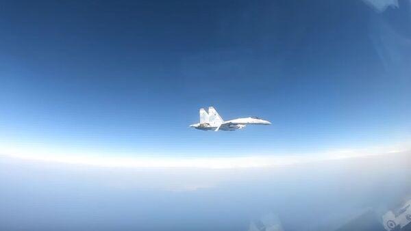 Ruský Su-35 vylekal americký letoun P-8A Poseidon - Sputnik Česká republika