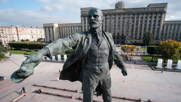 Památník Vladimira Lenina na Moskevském náměstí v Petrohradě - Sputnik Česká republika