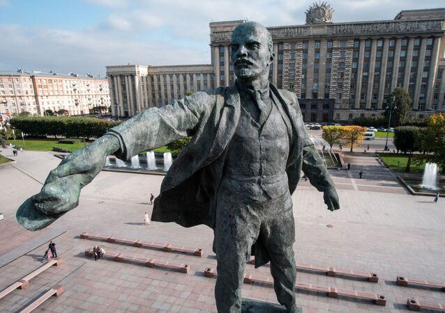 Památník Vladimira Lenina na Moskevském náměstí v Petrohradě