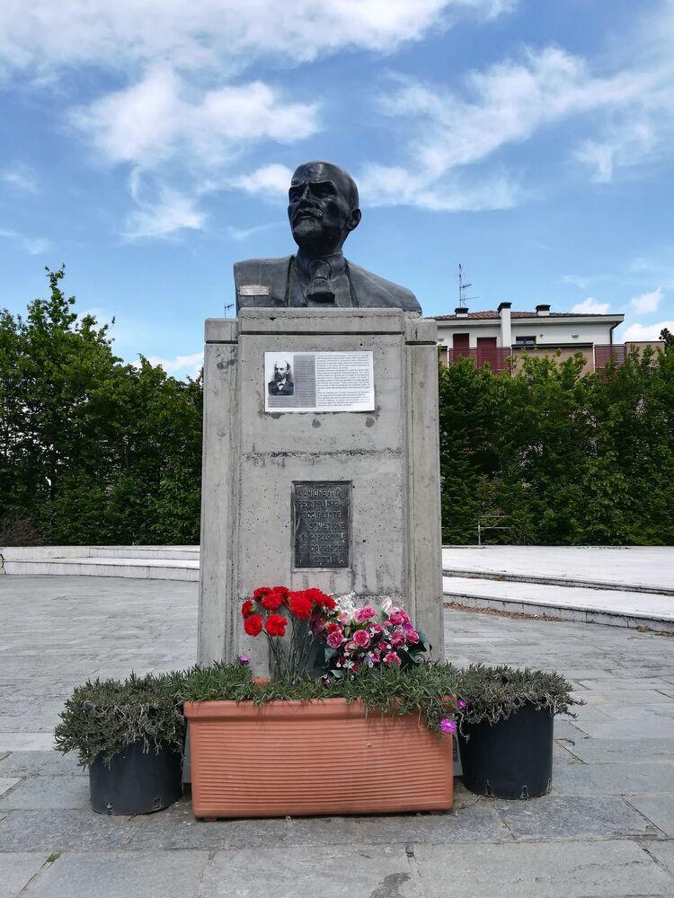 Busta Vladimira Lenina v italském městě Cavriago