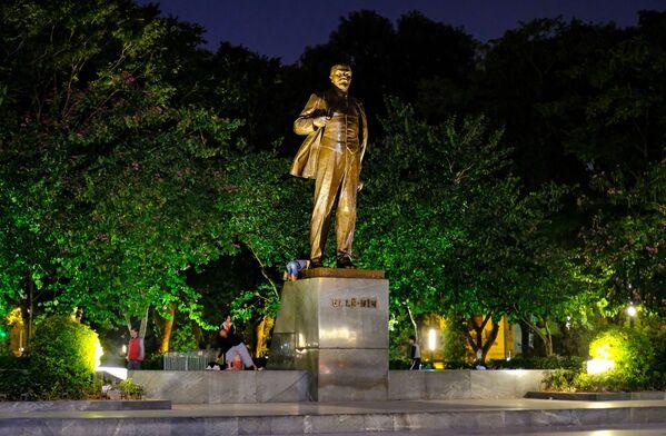 Leninův památník v Hanoji, Vietnam - Sputnik Česká republika