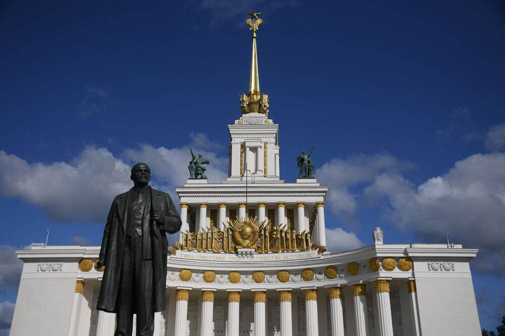 Leninův památník v parku VDNCh v Moskvě